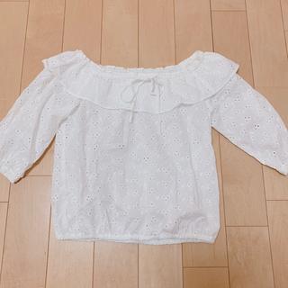 ジーユー(GU)のGU ブラウス オフィショル トップス 花柄 レース 白 春服(シャツ/ブラウス(半袖/袖なし))