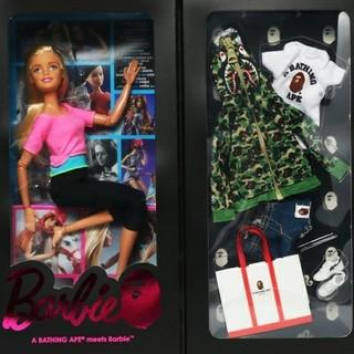 アベイシングエイプ(A BATHING APE)のBAPE x Barbie バービードール グリーンカモ (キャラクターグッズ)