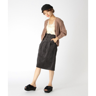ミスティウーマン(mysty woman)のベロアコールタイトスカート(ひざ丈スカート)