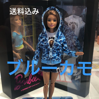 アベイシングエイプ(A BATHING APE)のBarbie × BAPE バービー人形 ブルー カモ APE シャークパーカー(ぬいぐるみ/人形)