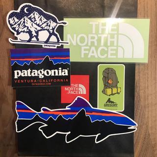 ザノースフェイス(THE NORTH FACE)の【正規品】5種 パタゴニア ノースフェイス  グレゴリー ステッカーです。(ステッカー)
