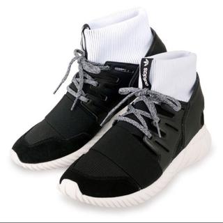 アディダス(adidas)のアディダス チューブラードゥーム 黒×白 26.0cm(スニーカー)