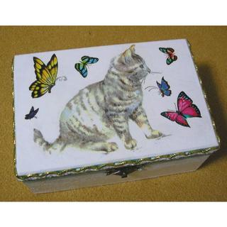 子猫と蝶 ジュエリーボックス 裁縫箱 小物入れ(インテリア雑貨)