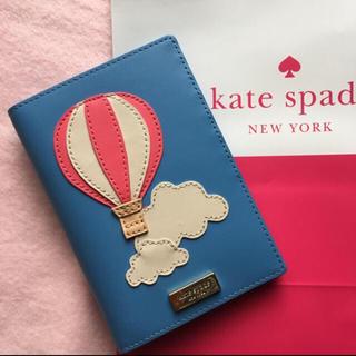 ケイトスペードニューヨーク(kate spade new york)の美品ケイトスペード 3Dバルーン🎈パスポートケース(旅行用品)