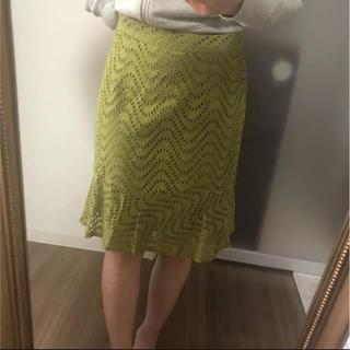 春らしいスカート裾がフレアになってます(ひざ丈スカート)