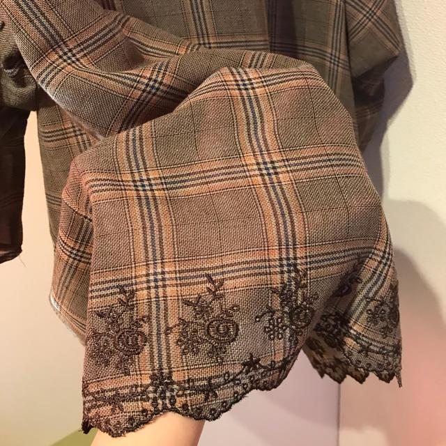 しまむら(シマムラ)の新品タグ付き 裾リボンブラウス レディースのトップス(シャツ/ブラウス(長袖/七分))の商品写真