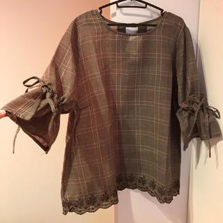 シマムラ(しまむら)の新品タグ付き 裾リボンブラウス(シャツ/ブラウス(長袖/七分))