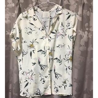 ジーユー(GU)のフラワープリントオープンカラーシャツ(シャツ/ブラウス(半袖/袖なし))