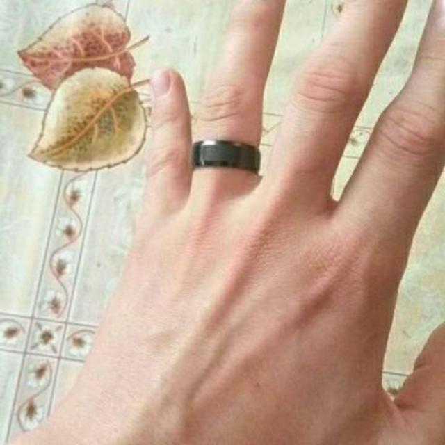 新品★送料無料★メタルブラックリング★8mm幅 メンズのアクセサリー(リング(指輪))の商品写真