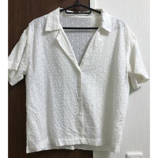 ジーユー(GU)の美品! レースオープンカラーシャツ ホワイト 白(シャツ/ブラウス(半袖/袖なし))