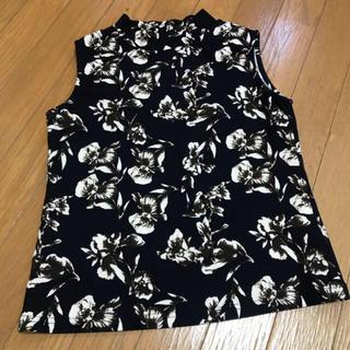 ジーユー(GU)の花柄ノースリーブ(シャツ/ブラウス(半袖/袖なし))