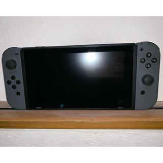 ニンテンドースイッチ(Nintendo Switch)の中古 ニンテンドースイッチ グレー(家庭用ゲーム機本体)