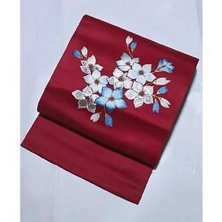 名古屋帯 化繊 紅色 刺繍 花(帯)