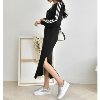 アディダス(adidas)の三本線ロングスリットワンピ(ロングワンピース/マキシワンピース)