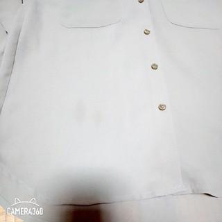 ジーユー(GU)の《確認用》未使用品に近い GU ジーユー ダブルポケットシャツ 長袖 カーキ(シャツ/ブラウス(長袖/七分))