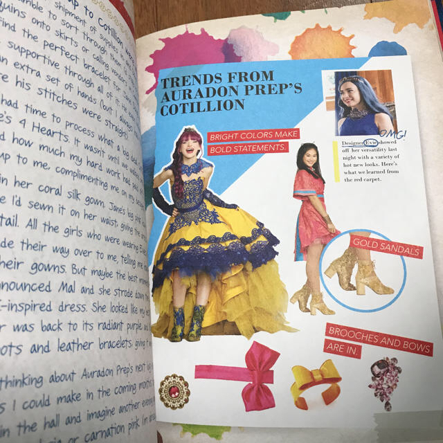 Disney(ディズニー)のdescendant2 Evie's Fasion book 洋書 エンタメ/ホビーのタレントグッズ(アイドルグッズ)の商品写真