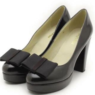 ミスティック(mystic)のミスティック エナメル パンプス リボン 黒 靴(ハイヒール/パンプス)