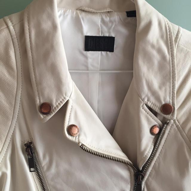 DIESEL(ディーゼル)の【美品】DIESEL オフホワイト ライダースジャケット レディースのジャケット/アウター(ライダースジャケット)の商品写真