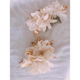 Vera Wang - 花の髪飾りとお花のピアスのセット