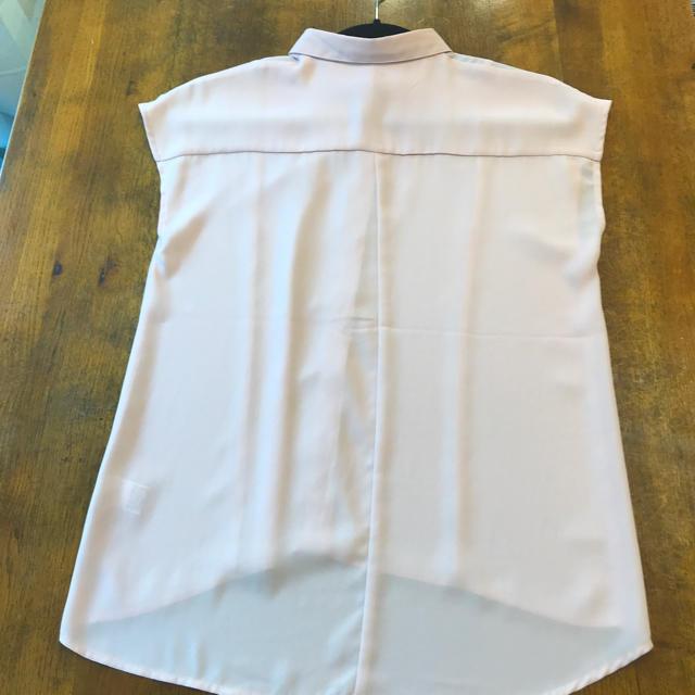 GU(ジーユー)のGU ノースリーブシャツ Sサイズ スモーキーピンク レディースのトップス(シャツ/ブラウス(半袖/袖なし))の商品写真