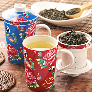 カルディ(KALDI)のカルディオリジナル 茶こし付きマグカップ 赤(凍頂烏龍茶付き)1個(マグカップ)