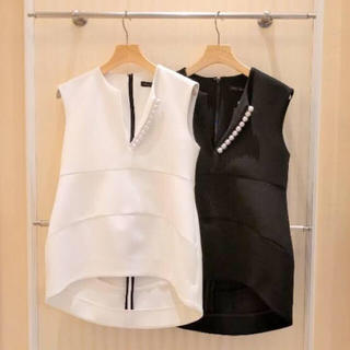 バーニーズニューヨーク(BARNEYS NEW YORK)のYokochan パールトップス 新品未使用タグ付き(Tシャツ(半袖/袖なし))
