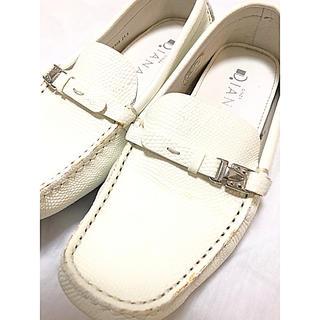 ダイアナ(DIANA)のダイアナ!ローファー!白!21.5cm(ローファー/革靴)