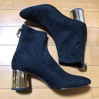 ザラ(ZARA)の【いいね不要】ZARA ショートブーツ 24cm ブーティー 黒 ゴールド(ブーツ)