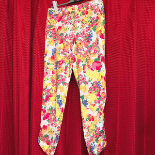 チェスティ(Chesty)の花柄スキニーパンツ 花柄パンツ ハニーバンチ セシルマクビー サマンサタバサ(カジュアルパンツ)