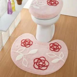 トイレマット レギュラー カメリア ピンク  刺繍付き 2点セット半額以下新品(トイレマット)
