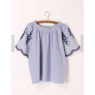サマンサモスモス(SM2)の袖刺繍シャーリングブラウス(シャツ/ブラウス(半袖/袖なし))