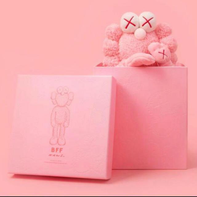 MEDICOM TOY(メディコムトイ)のkaws BFF flash pink 当選 カウズ ぬいぐるみ エンタメ/ホビーのおもちゃ/ぬいぐるみ(ぬいぐるみ)の商品写真