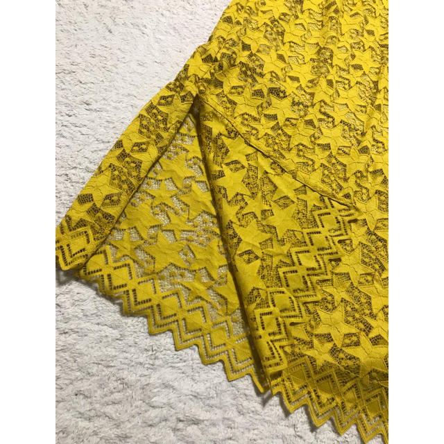 しまむら(シマムラ)の【新品タグ付き】星柄レースIラインスカート イエロー Lサイズ レディースのスカート(ロングスカート)の商品写真