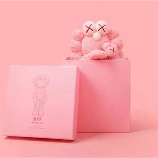メディコムトイ(MEDICOM TOY)のkaws BFE flash pink カウズ ぬいぐるみ(ぬいぐるみ)