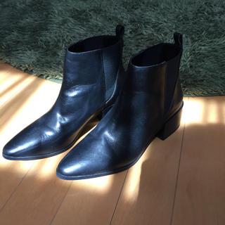 ザラ(ZARA)のZARA レザーショートブーツ☆ブラック(ブーツ)