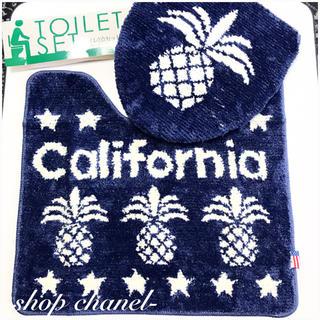 新品■カリフォルニア パイナップル柄 トイレマット&蓋カバー 2点セット(トイレマット)