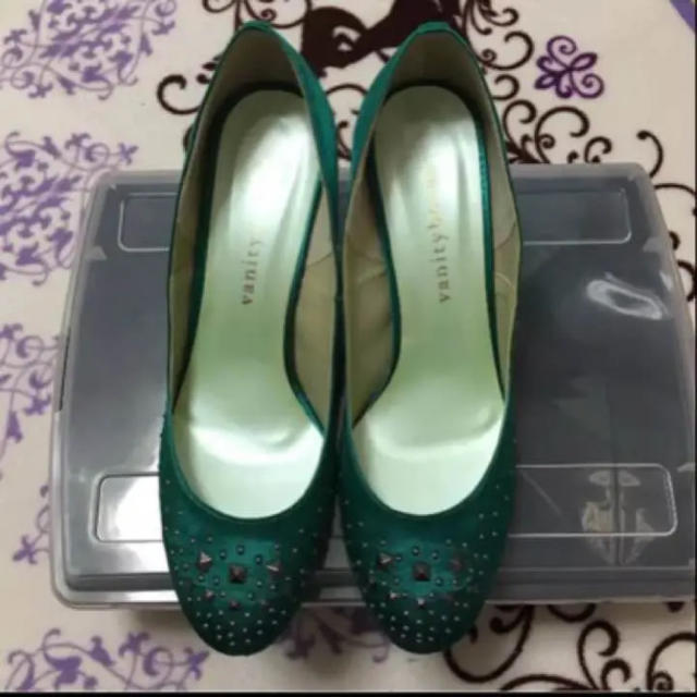 vanitybeauty(バニティービューティー)のスタッズパンプス レディースの靴/シューズ(ハイヒール/パンプス)の商品写真