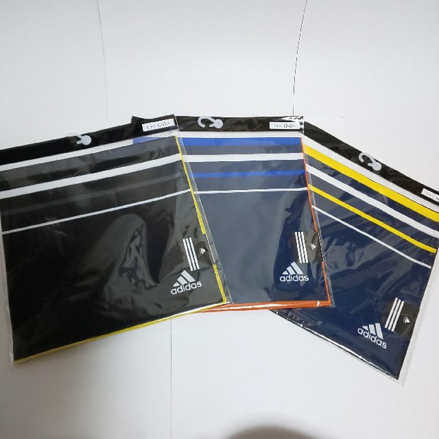 adidas(アディダス)のadidas ランチーフ 3枚セット アディダス ランチクロス 給食ナフキン インテリア/住まい/日用品のキッチン/食器(弁当用品)の商品写真