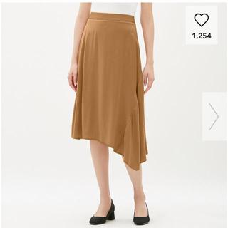 ジーユー(GU)の新品未使用 GU アシンメトリースカート ベージュ Mサイズ 春 夏(ひざ丈スカート)