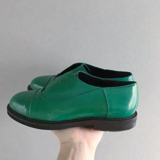 マルニ(Marni)のsale⚫︎MARNI⚫︎ グリーンのパテントシューズ 38(ローファー/革靴)