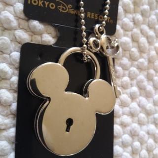 ディズニー(Disney)のミッキー 南京錠タイプ🔐(キーホルダー/ストラップ)