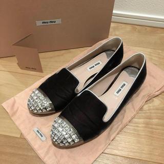 ミュウミュウ(miumiu)の❤️超美品❤️ miumiu ベロアシューズ 37.5(ローファー/革靴)