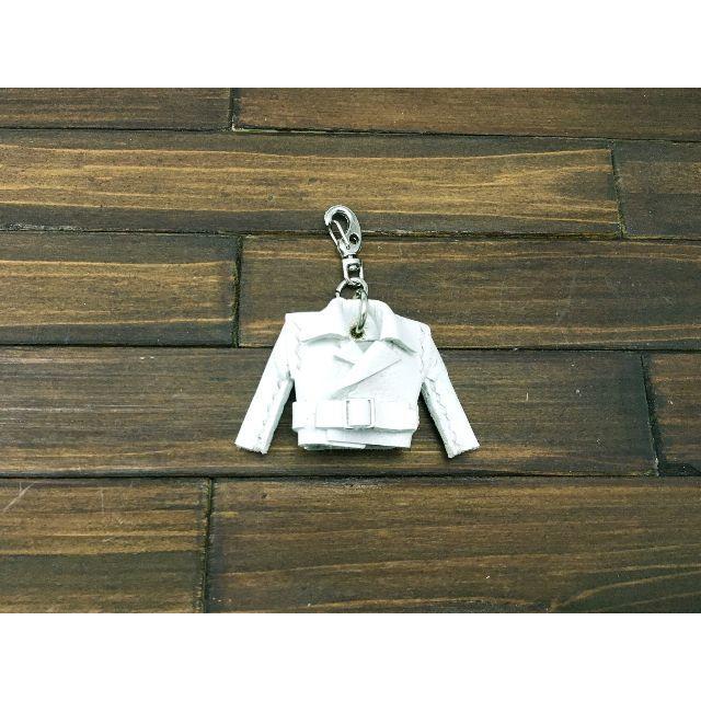 超小さい!本革製親指ライダースジャケット【ヤギ革白】 ハンドメイドのファッション小物(バッグチャーム)の商品写真