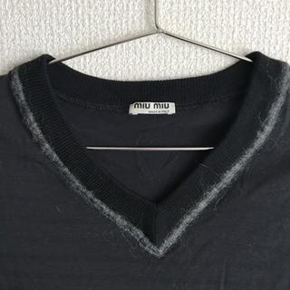 ミュウミュウ(miumiu)のmiumiu Vネックニット(ニット/セーター)