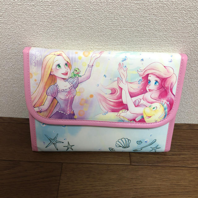 Disney(ディズニー)のディズニープリンセス マルチケース キッズ/ベビー/マタニティのマタニティ(母子手帳ケース)の商品写真