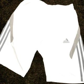 アディダス(adidas)のadidas 白スポーツパンツ(ハーフパンツ)