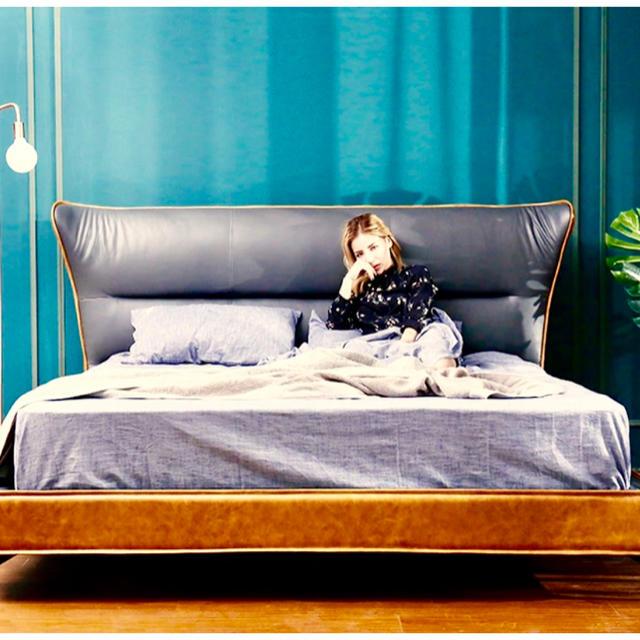【イタリア本革】【キャメル×ブルーグレー】ゆったりと寝れるワイドダブルベッド インテリア/住まい/日用品のベッド/マットレス(ワイドダブルベッド)の商品写真