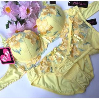 LサイズTバック付き☆C80L♡刺繍イエロー♪ブラ&ショーツ 大きいサイズ(ブラ&ショーツセット)