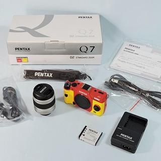 ペンタックス(PENTAX)のPENTAX Q7 02 STANDARD レンズキット レッドxイエロー(ミラーレス一眼)