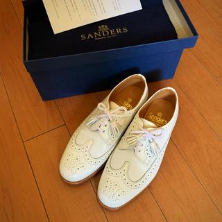 サンダース(SANDERS)のsanders サンダース タッセルローファー 白 24cm(ローファー/革靴)